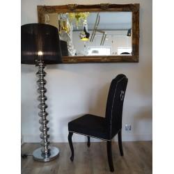 stylowe wnętrze z krzesłem Ludwika XVI